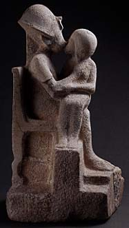 Akhenaten kissing one of his daughters